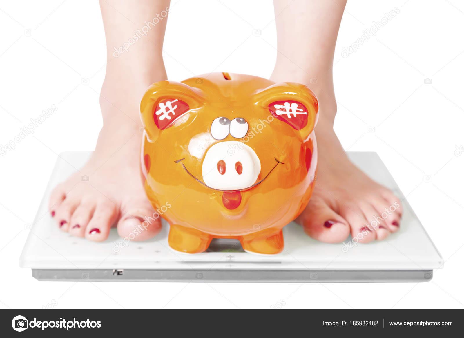 Weibliche Füße Auf Personenwaagen Und Orange Schwein Übergewicht Und ...