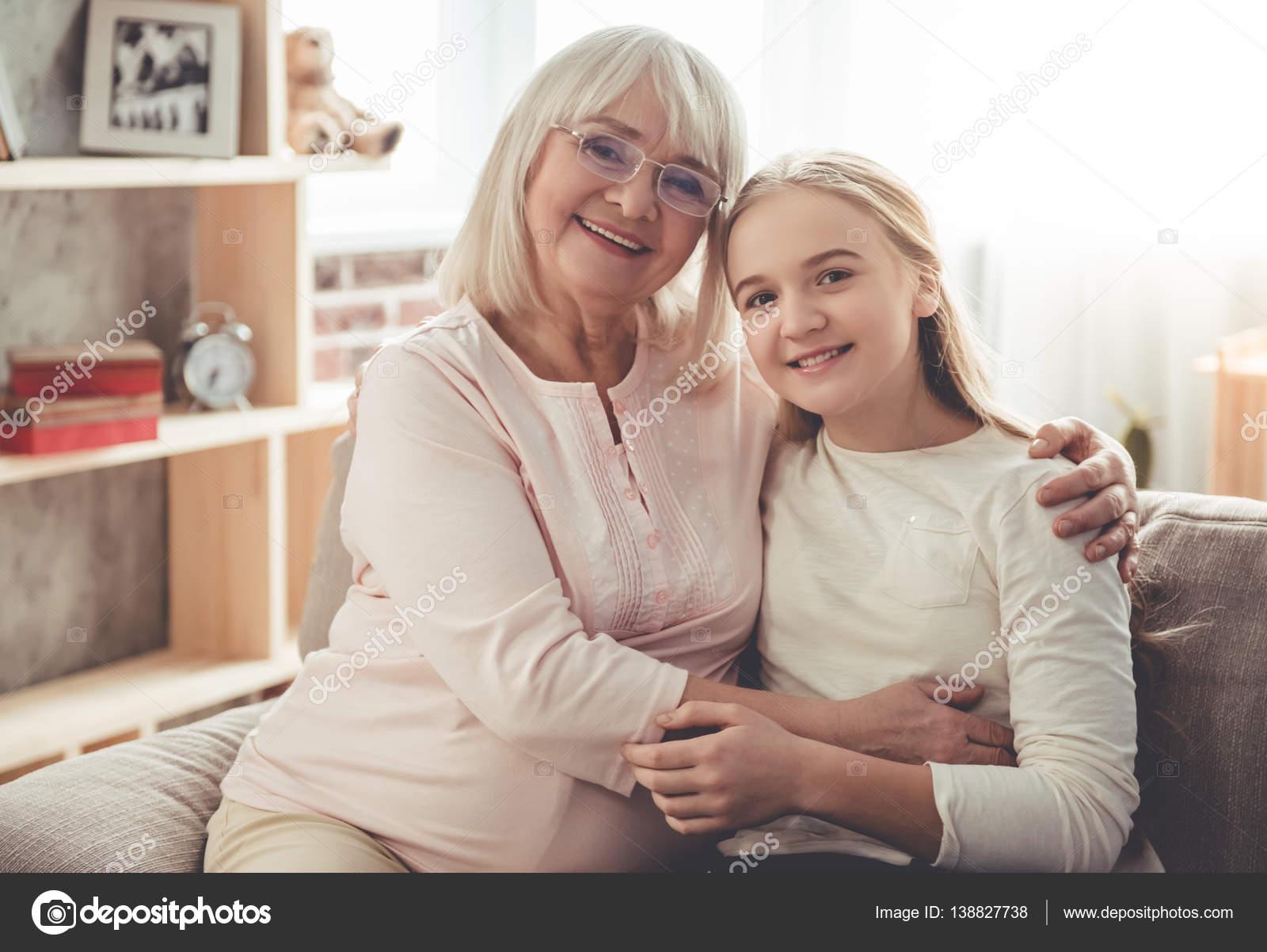 Oma und Enkelin im Fickrausch