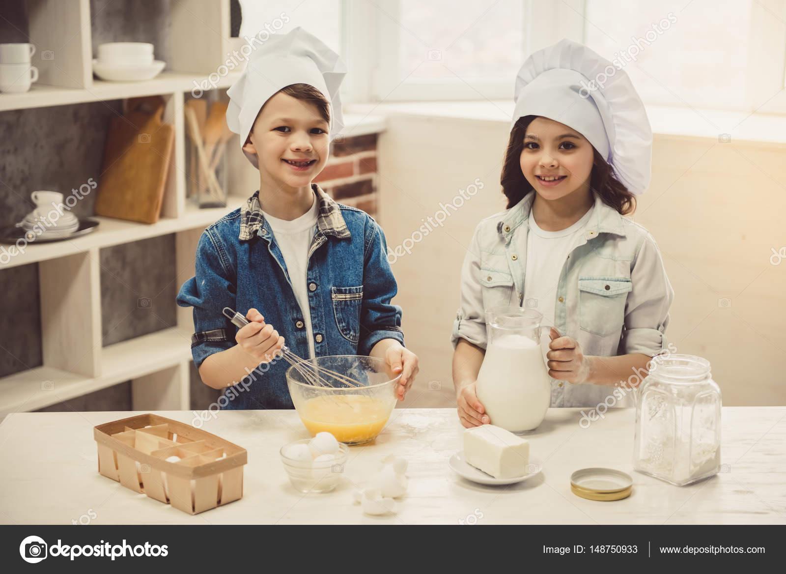 Keuken Voor Kinderen : Kinderen bakken in de keuken u stockfoto vadimphoto gmail