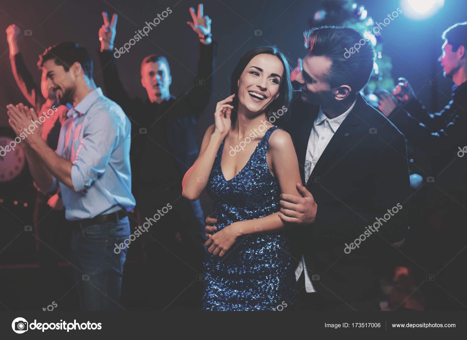 collegare con una ragazza alla festa