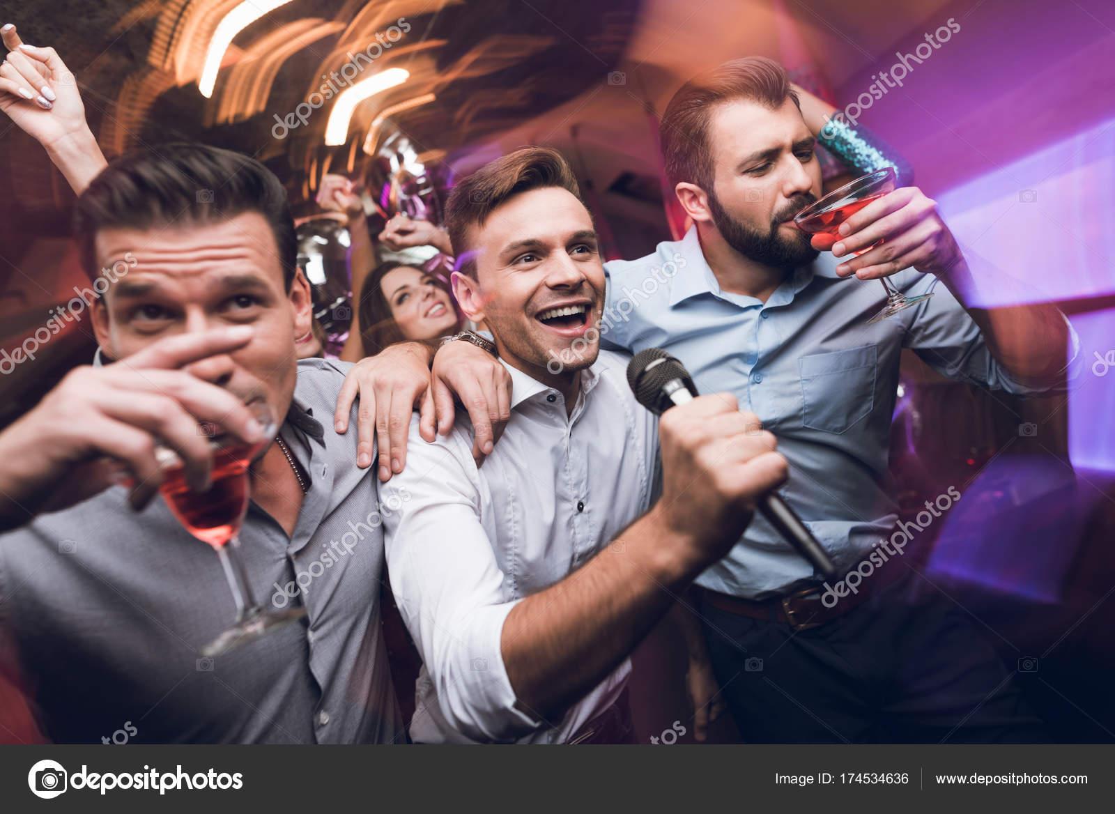 Фото мужчин в клубе клуб эгоистка москва адрес