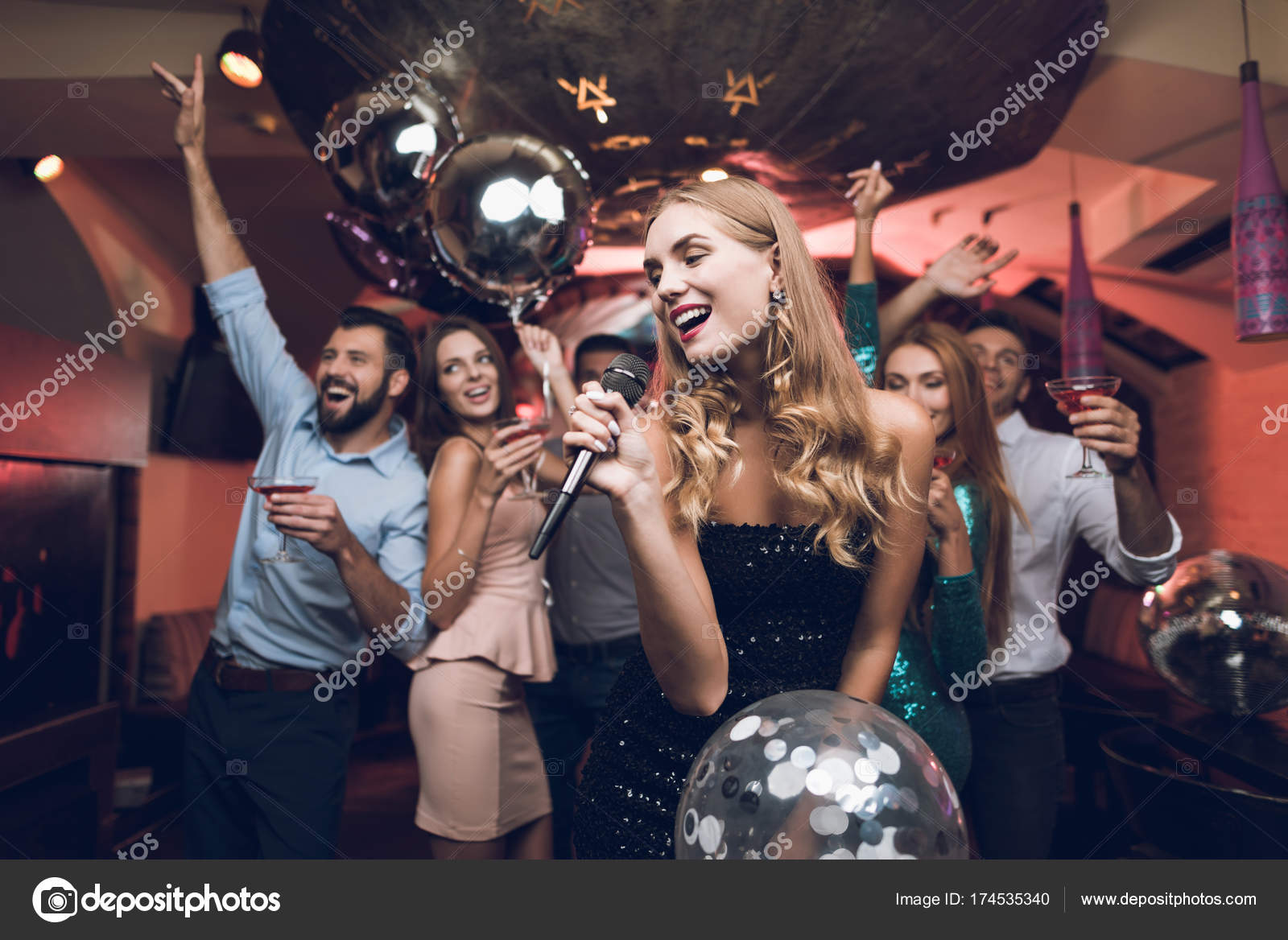 Vestido negro karaoke