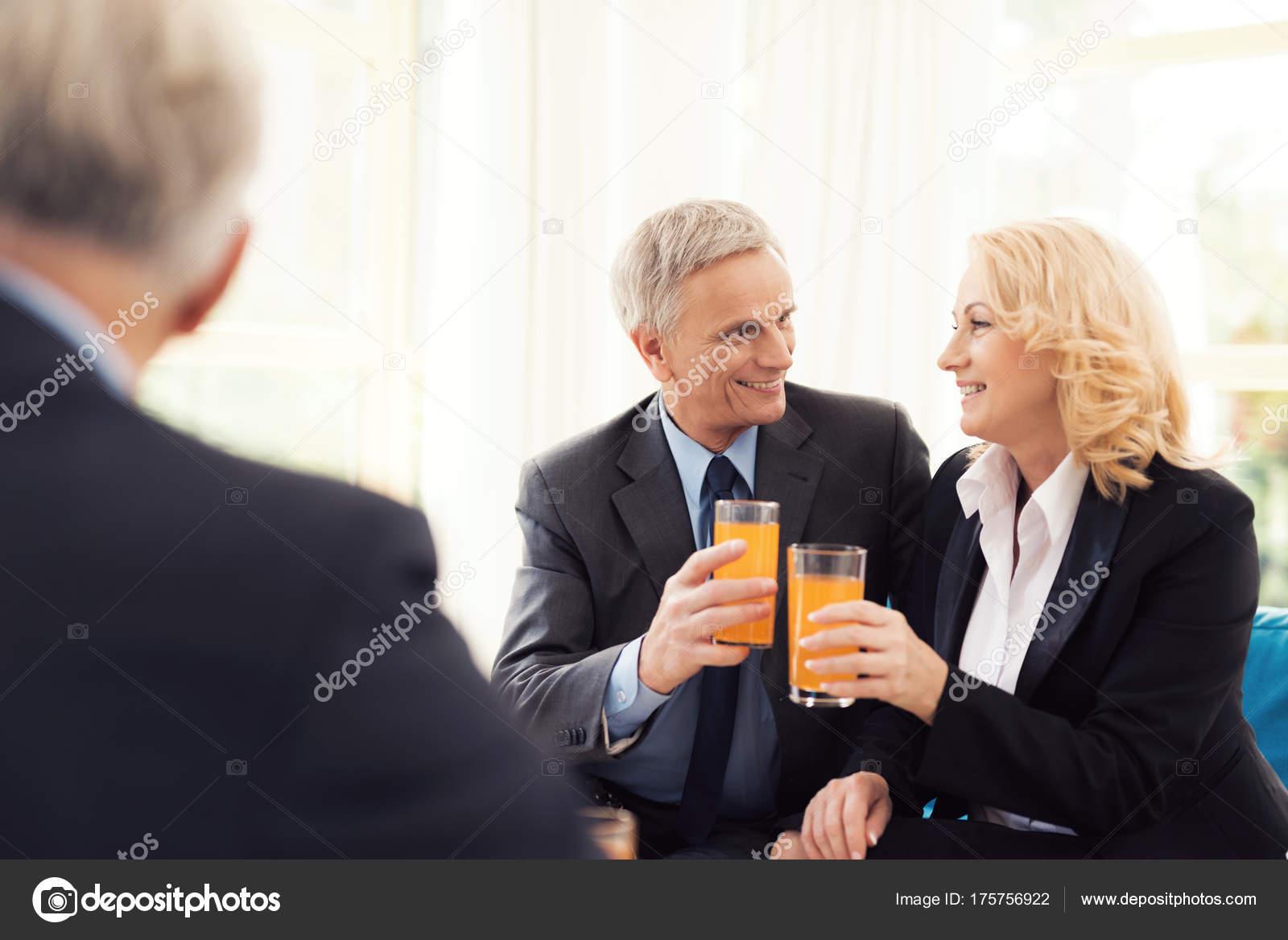che cravatta giacca e Una donna in uomo anziano e anziana un sono nnP7zq