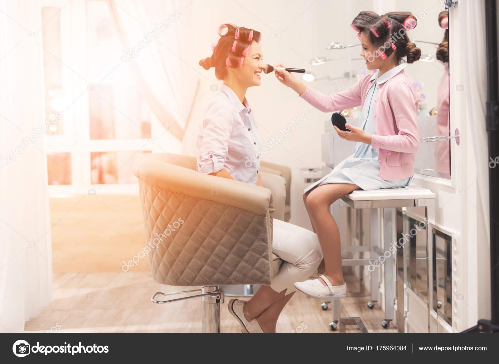 Imágenes Para Mama E Hija Madre E Hija En El Salón De Belleza
