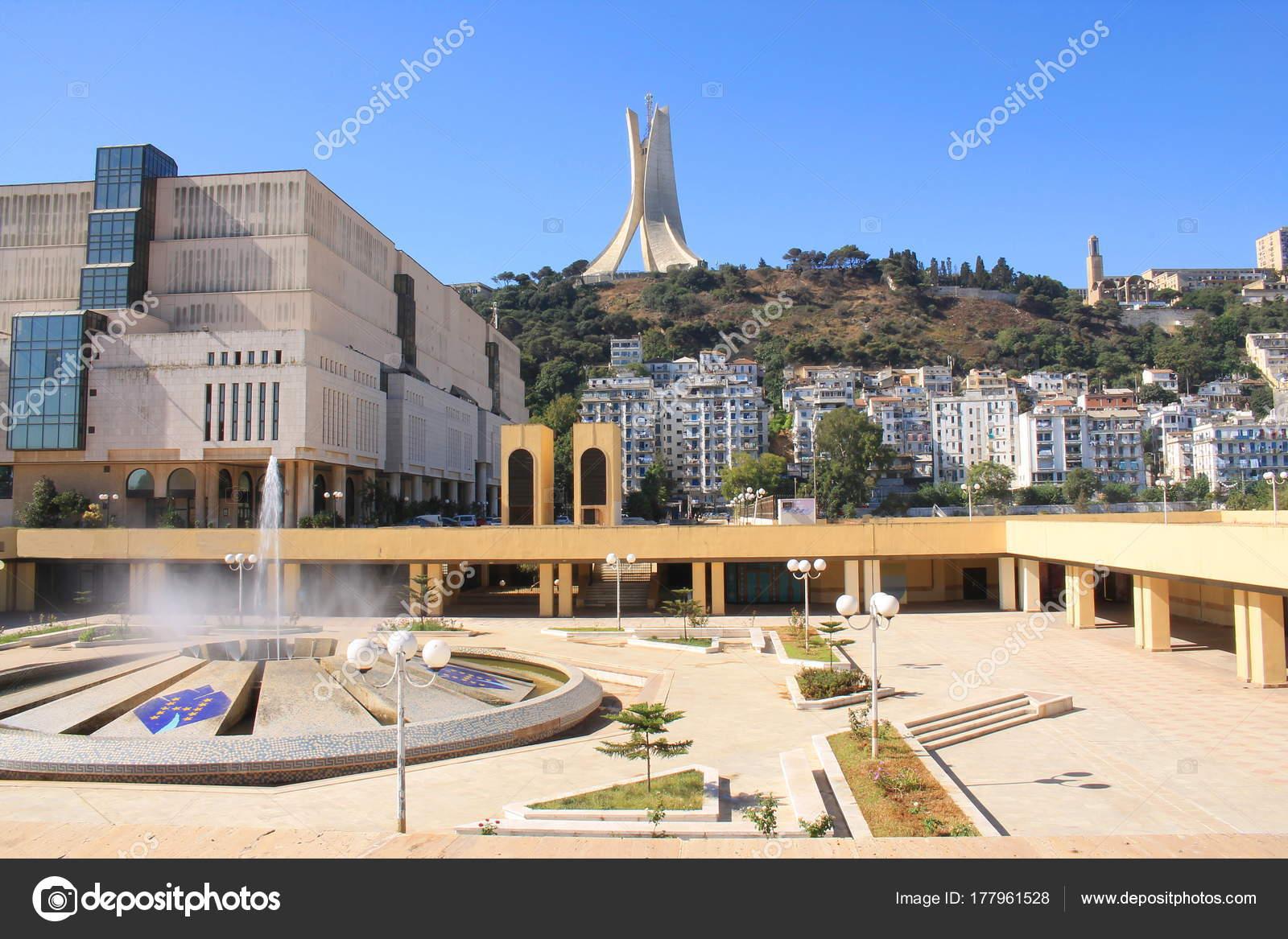 アルジェの殉教者の記念碑 独立...