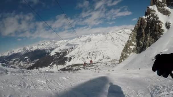 Lyžování očima lyžař. Stabilizované záznamy o lyžování v krásném letovisku v Evropě.