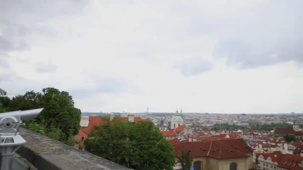 Praha, Česká republika 14. května 2020 Pandemické období. Čestná garda nestojí u hlavního vchodu do Pražského hradu