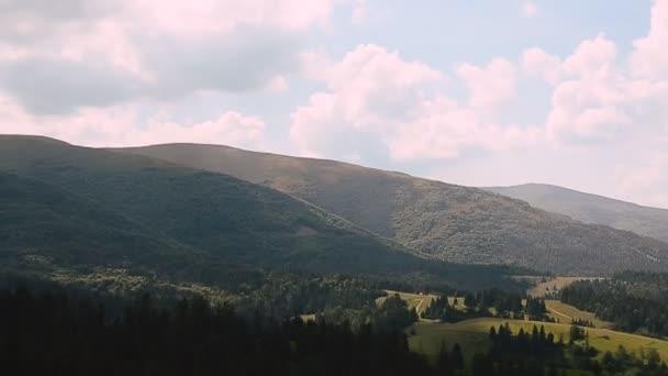 Horská krajina Alpy v létě