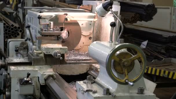 metal blank machining process on lathe