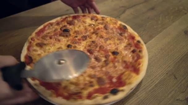 Vértes chef baker vágás pizza keze