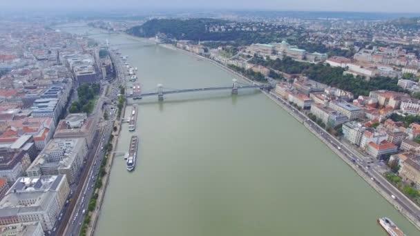 Budapest Duna folyó túlpartján Utcarészlet