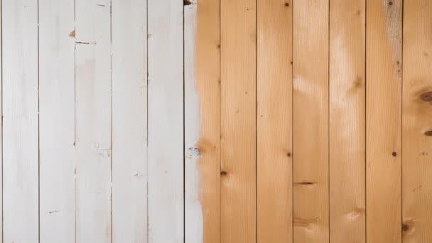 Holzbretter, die weiß gefärbt sind