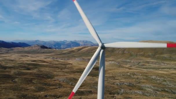 Vista aerea su energia eolica, turbina, mulino a vento, produzione di energia - tecnologia verde, una soluzione di energia pulita e rinnovabile