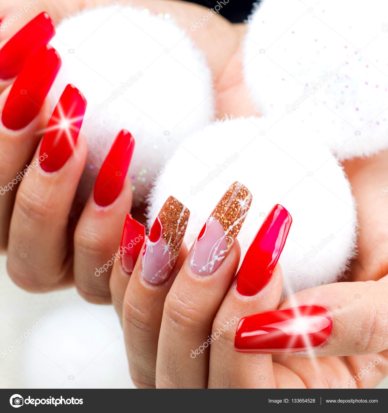 Unas Rojas Decoradas Para Su Navidad Fantastica Fotos De Stock