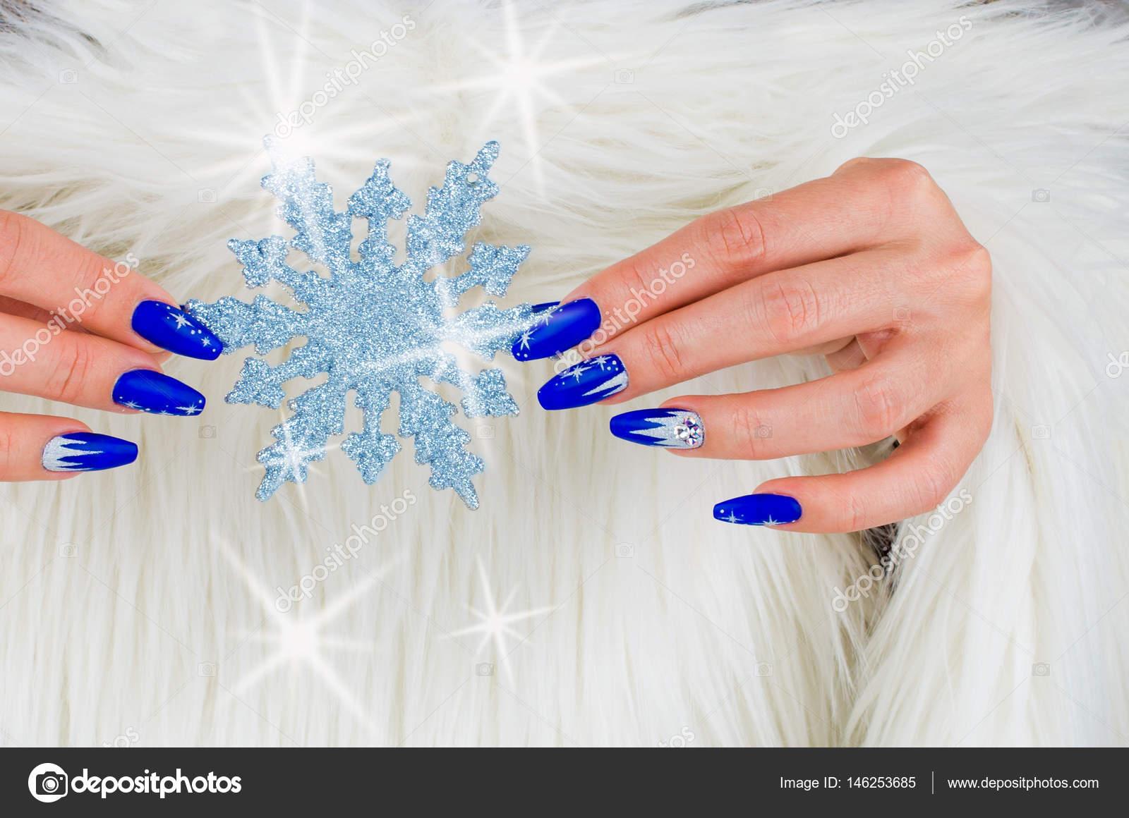 Boże Narodzenie Niebieskie Paznokcie Zdjęcie Stockowe Pmmart