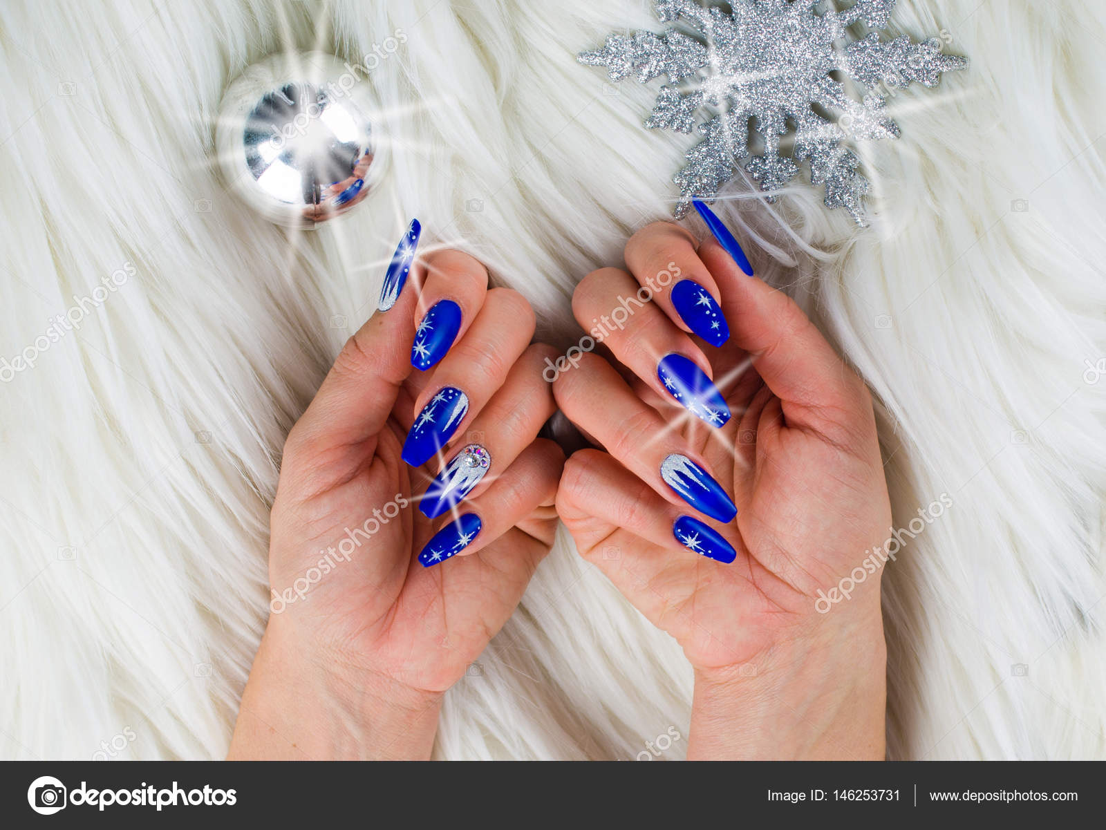 Fotos Pubis Decorados Uñas Navidad Azul Foto De Stock Pmmart