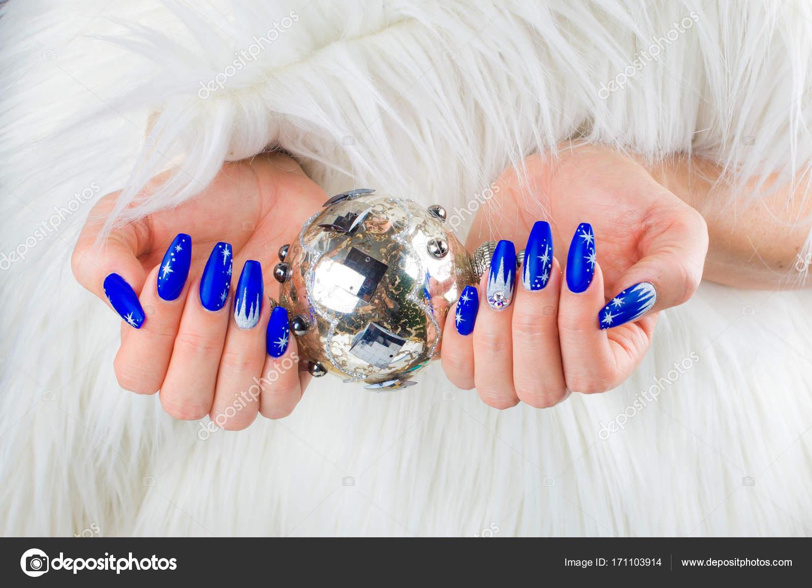 Uñas Navidad Azul Foto De Stock Pmmart 171103914