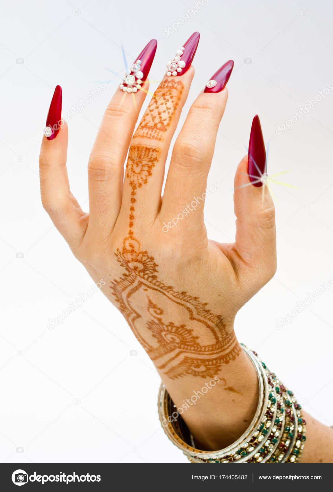 Paznokcie Ozdobione Genialny I Ręka Z Tatuaże Henną