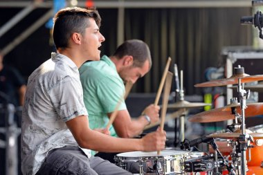 Double drummers of Perro (band)