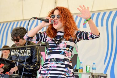 Woman redhead singer of Lost Fills