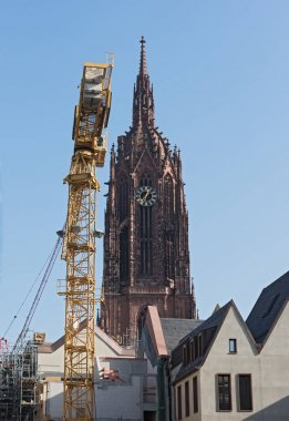 Cathedral with construction site of the new houses on the Roemerberg in Frankfurt