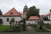 Fotografie Das Diepholzer Schloss mit Turm und Rosengarten