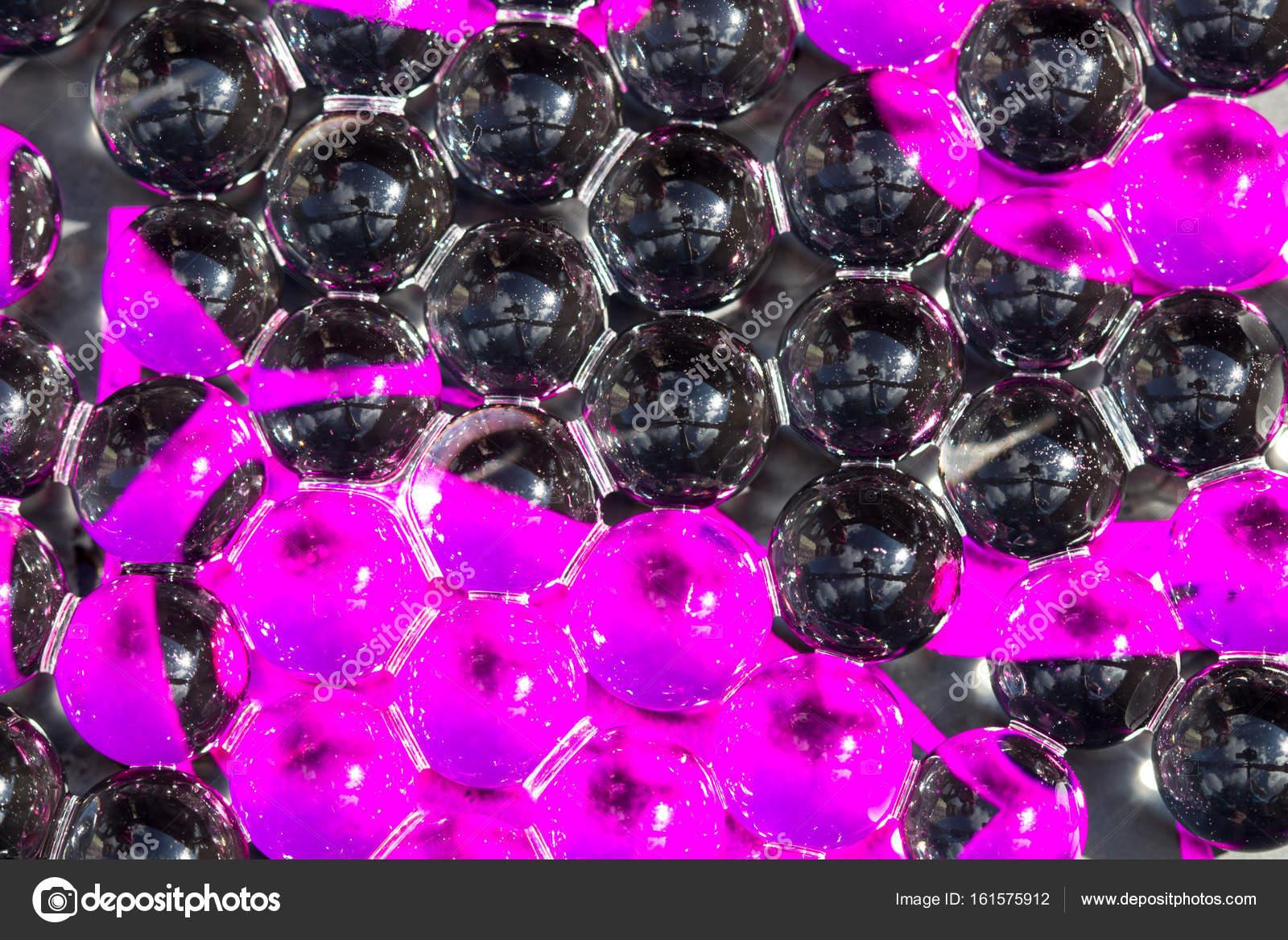 billes de gel eau violet et noir  photo macro  peut  u00eatre utilis u00e9 pour la publicit u00e9 ou