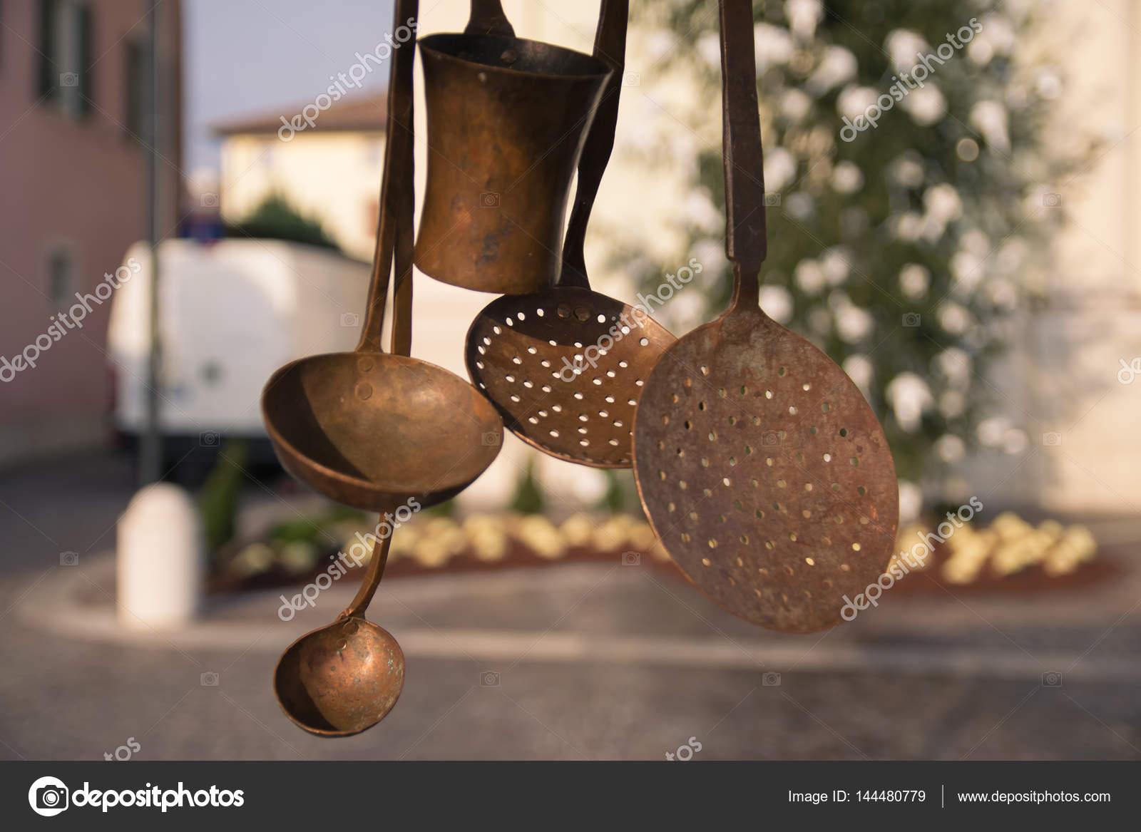 Vecchi utensili da cucina in rame — Foto Stock © Isaac74 #144480779