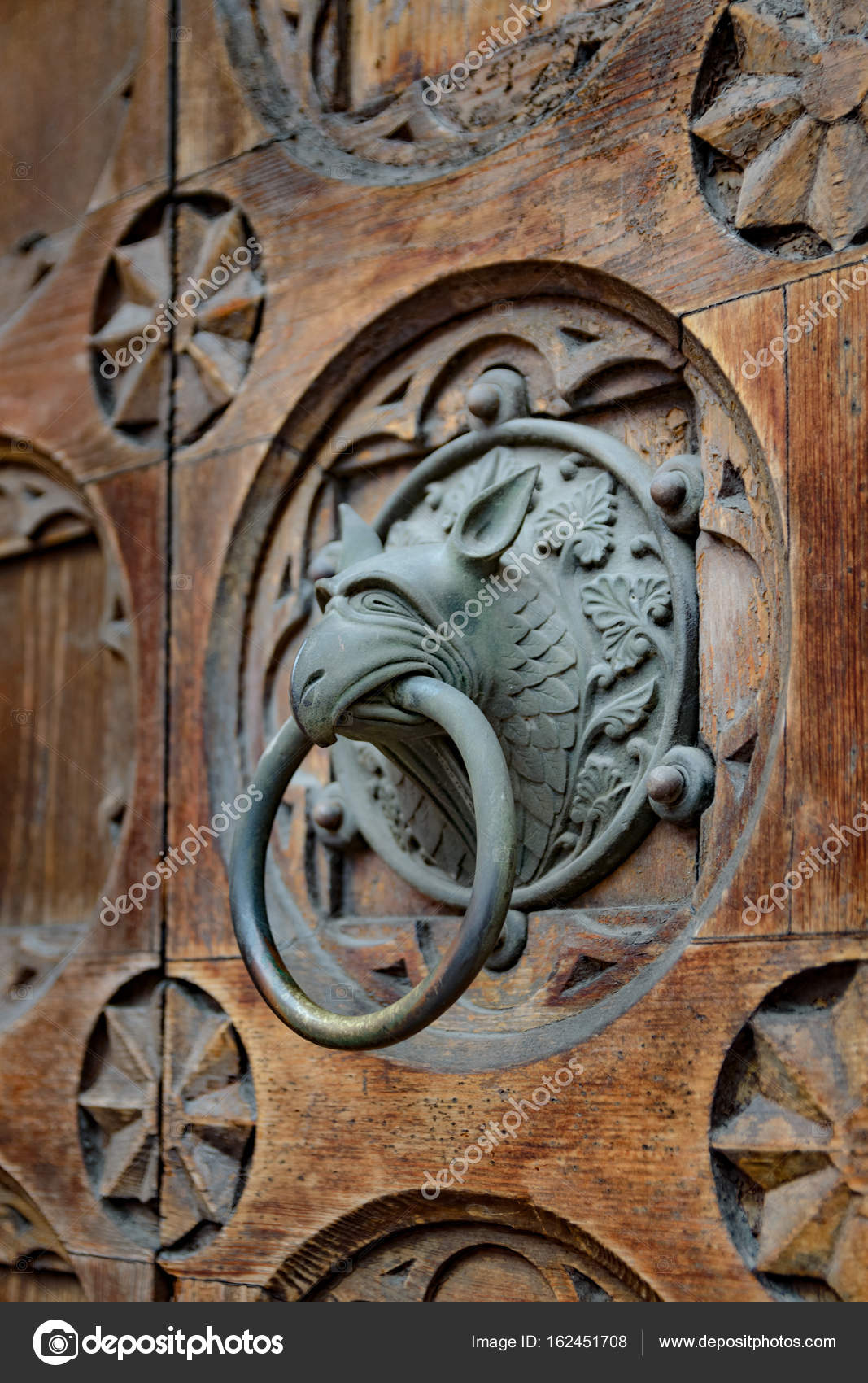 Antique door knocker shaped like monster's head. — Photo by Isaac74 - Antique Door Knocker Shaped Monster's Head. — Stock Photo © Isaac74