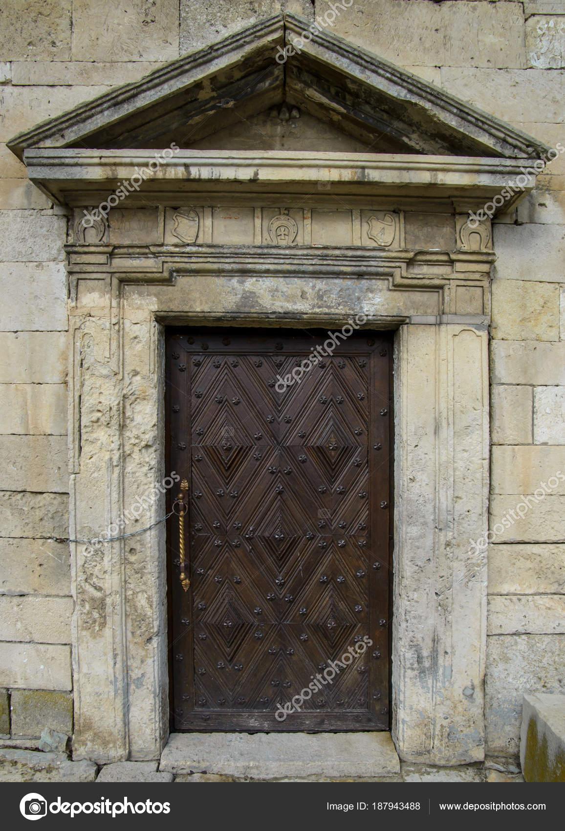 Ancienne porte dans ch teau vieille porte bois - Vieille porte en bois a donner ...