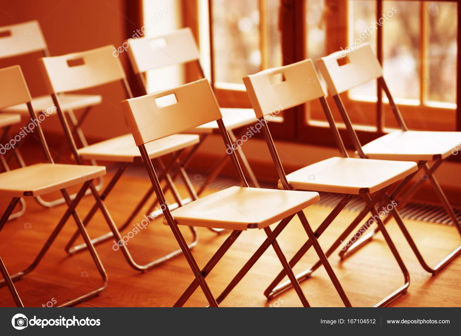 Sedie Ufficio Arancio : Priorità bassa del bokeh di sedie ufficio arancione orizzontale
