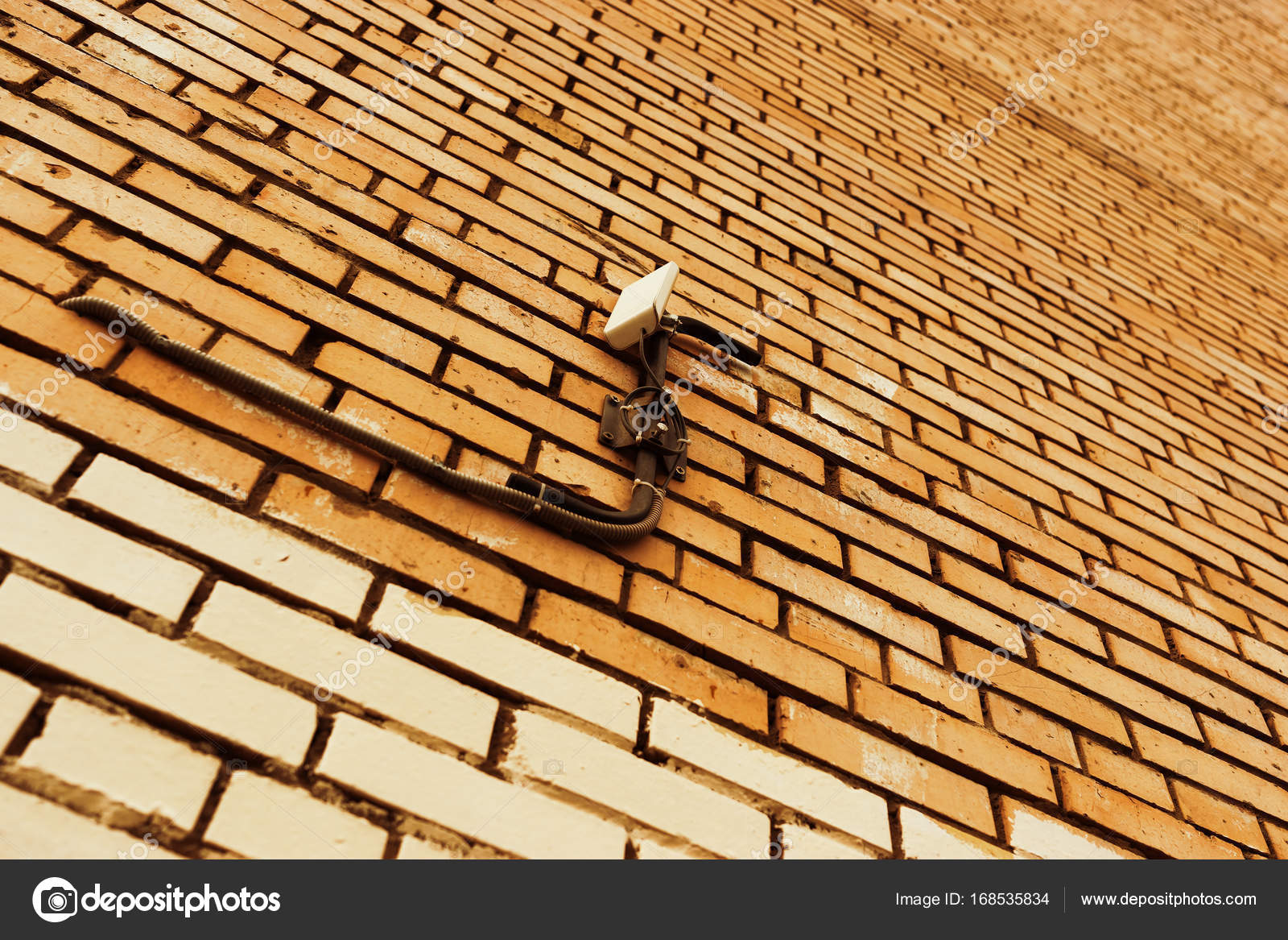 Diagonale Cyberpunk-Wand mit Draht-Hintergrund — Stockfoto ...