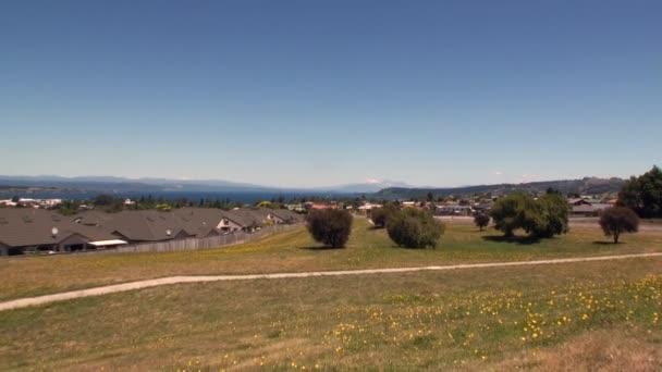 A terep, az út Új-Zélandon néző panoráma