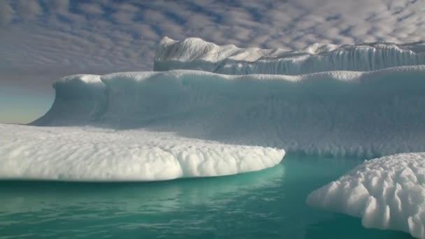 Riesiger Eisberg Closeup Ozean in Arktis