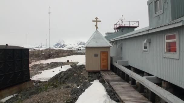 南極基地の科学学士院会員ベルナ...