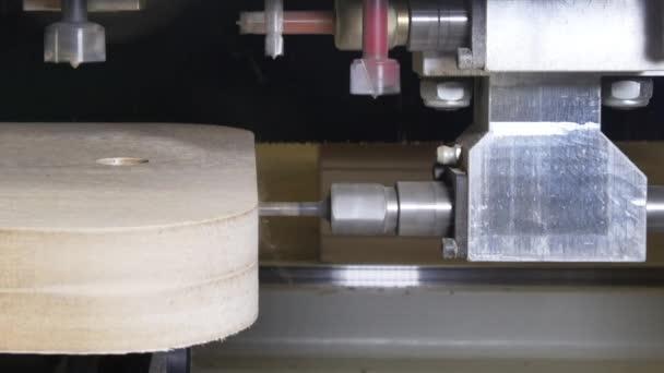Foratura su legno macchina cnc per la produzione di mobili for Produzione di mobili
