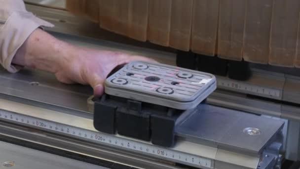 Laserové značení na obrábění dřeva Cnc pro výrobu průmyslového nábytku