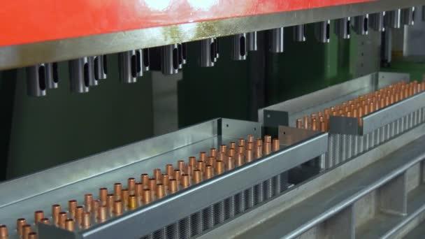Kovoobrábění na průmyslové Cnc stroje v továrně