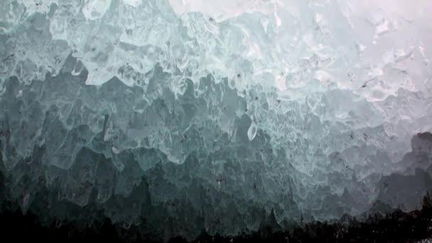 Közelkép természetes gleccser a Bajkál-tónál.