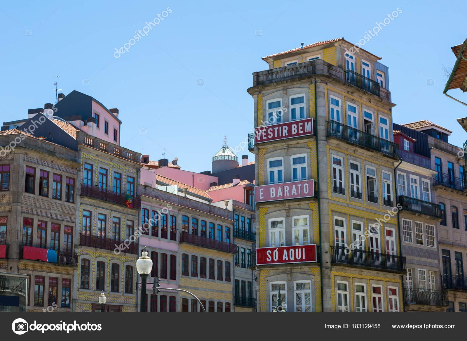 porto portugal juli 2016 fassaden der typischen h user mit kacheln azulejos in porto. Black Bedroom Furniture Sets. Home Design Ideas