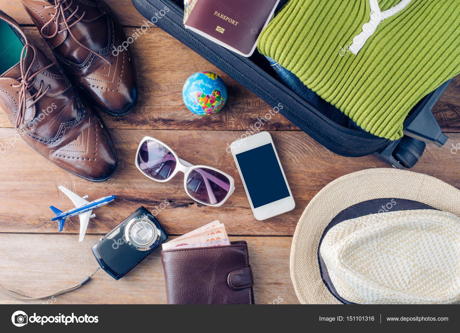 Zubehör Kostüme zu reisen. Pässe, Gepäck, Brillen bereit die Kosten ...