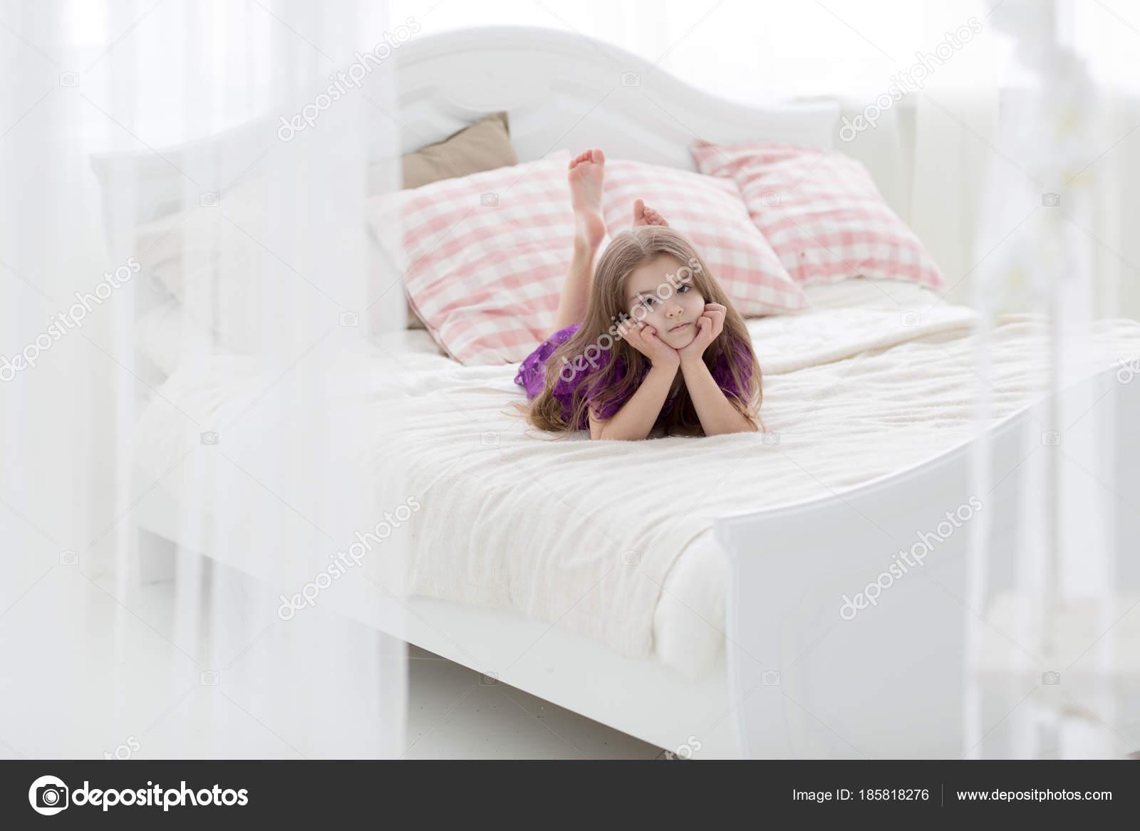 Letto bambina singolo con frontale disegno principesse e