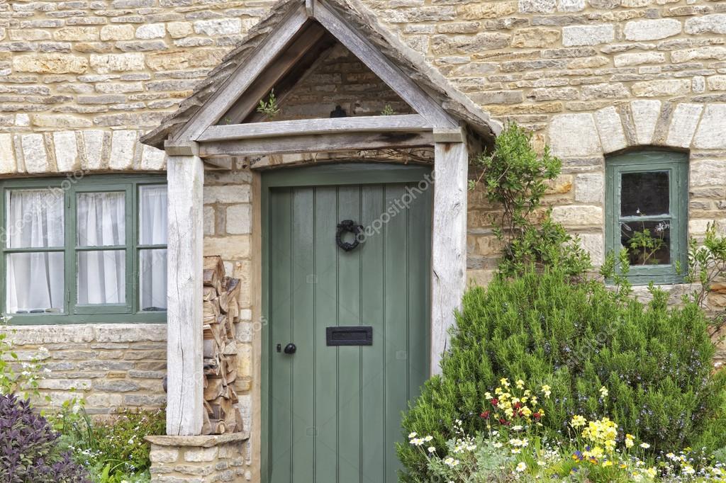 Portes Vertes Dans La Maison En Pierre Jardin De Devant Avec Des