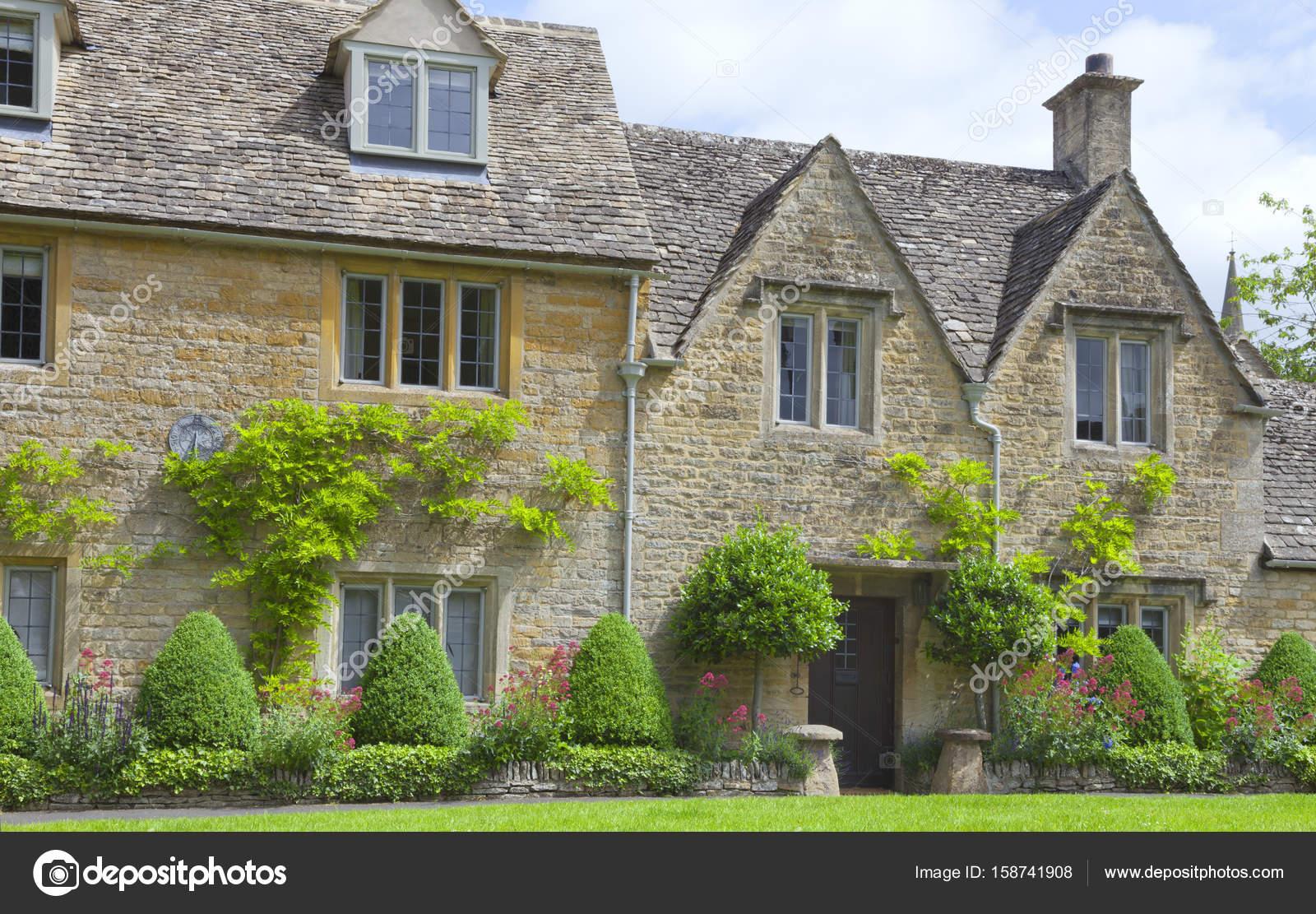 Ingl s de piedra casas rurales con jard n en el frente de for Jardines de casas rurales