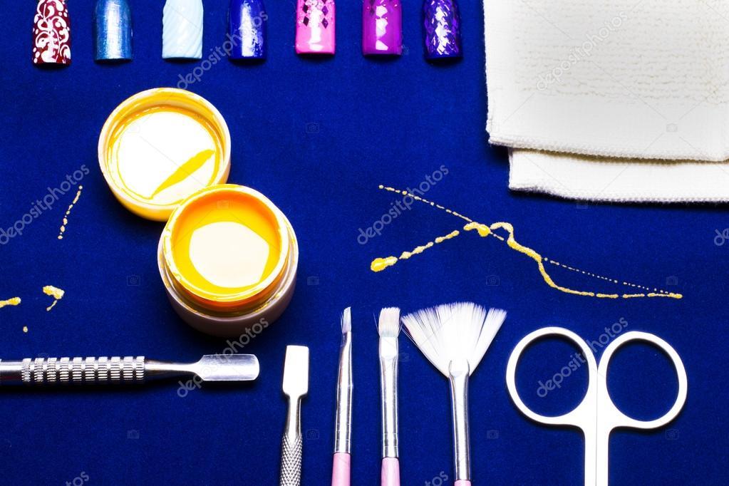 Werkzeuge für Maniküre, Gel Nagel Farbe gelb, unordentliche Schuppen ...