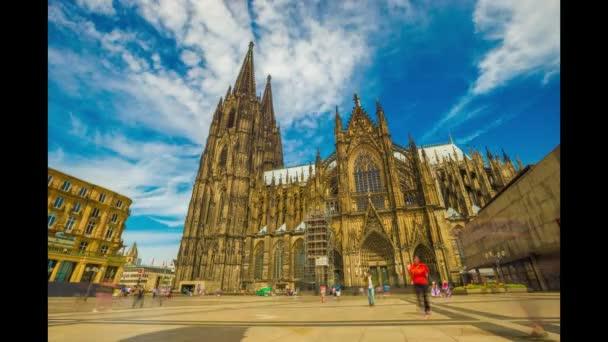 Aachen, Deutschland - 5. August 2017: Masse, zu Fuß in der Nähe von Kölner Dom, 4 k Zeitraffer