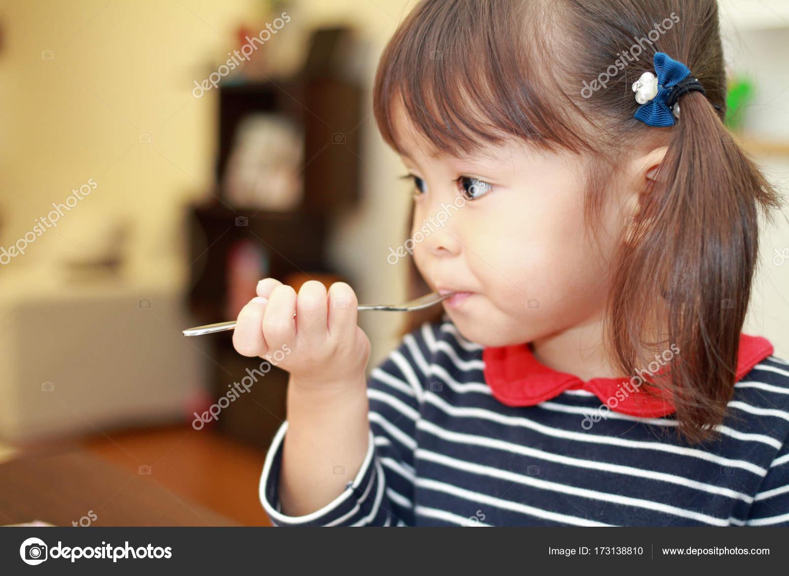 Japanese Girl Eating Birthday Cake 3 Years Old Stockfoto