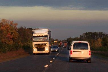 Akşam sürüş meşgul yol araba