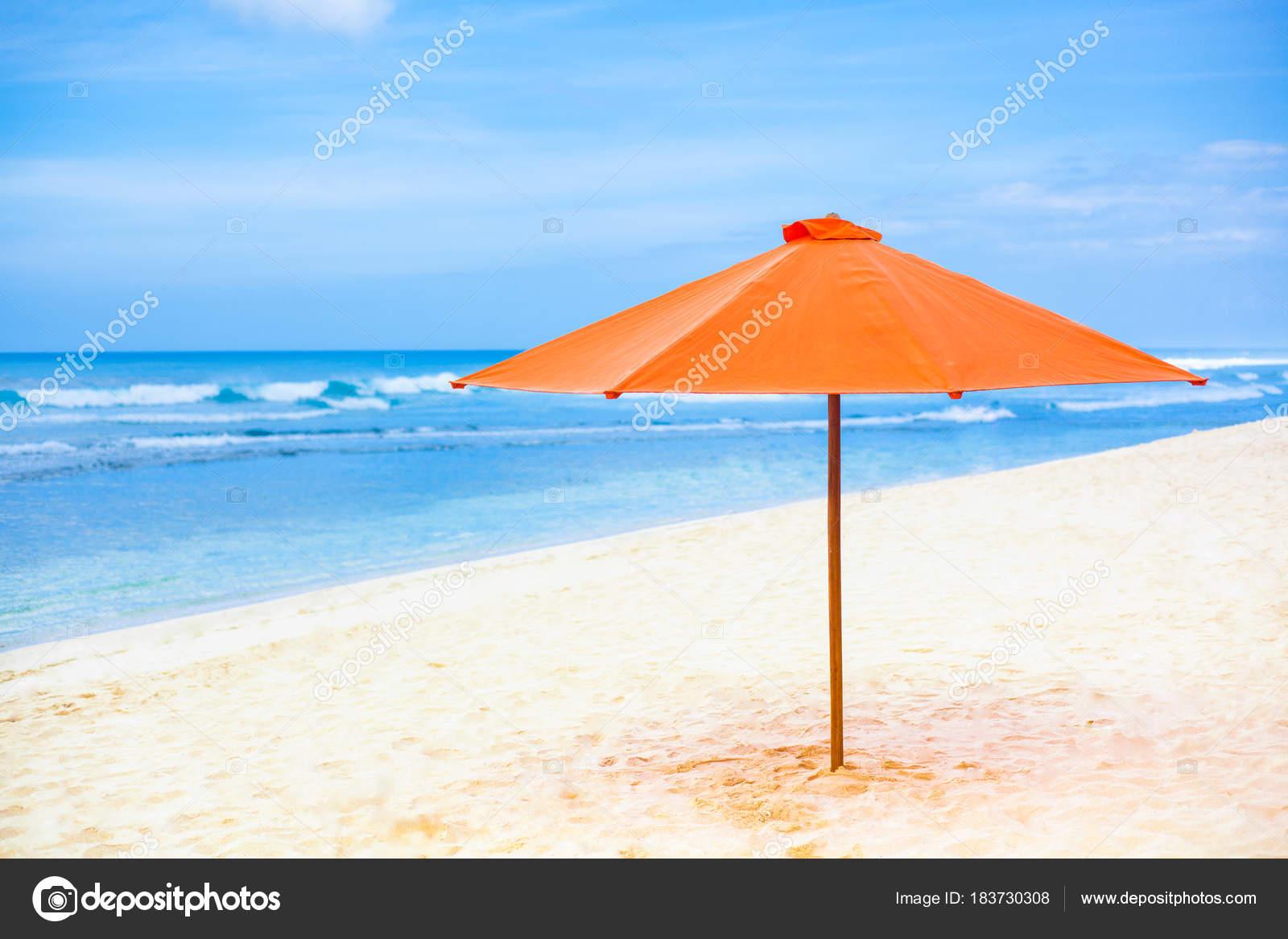 parasol y mar