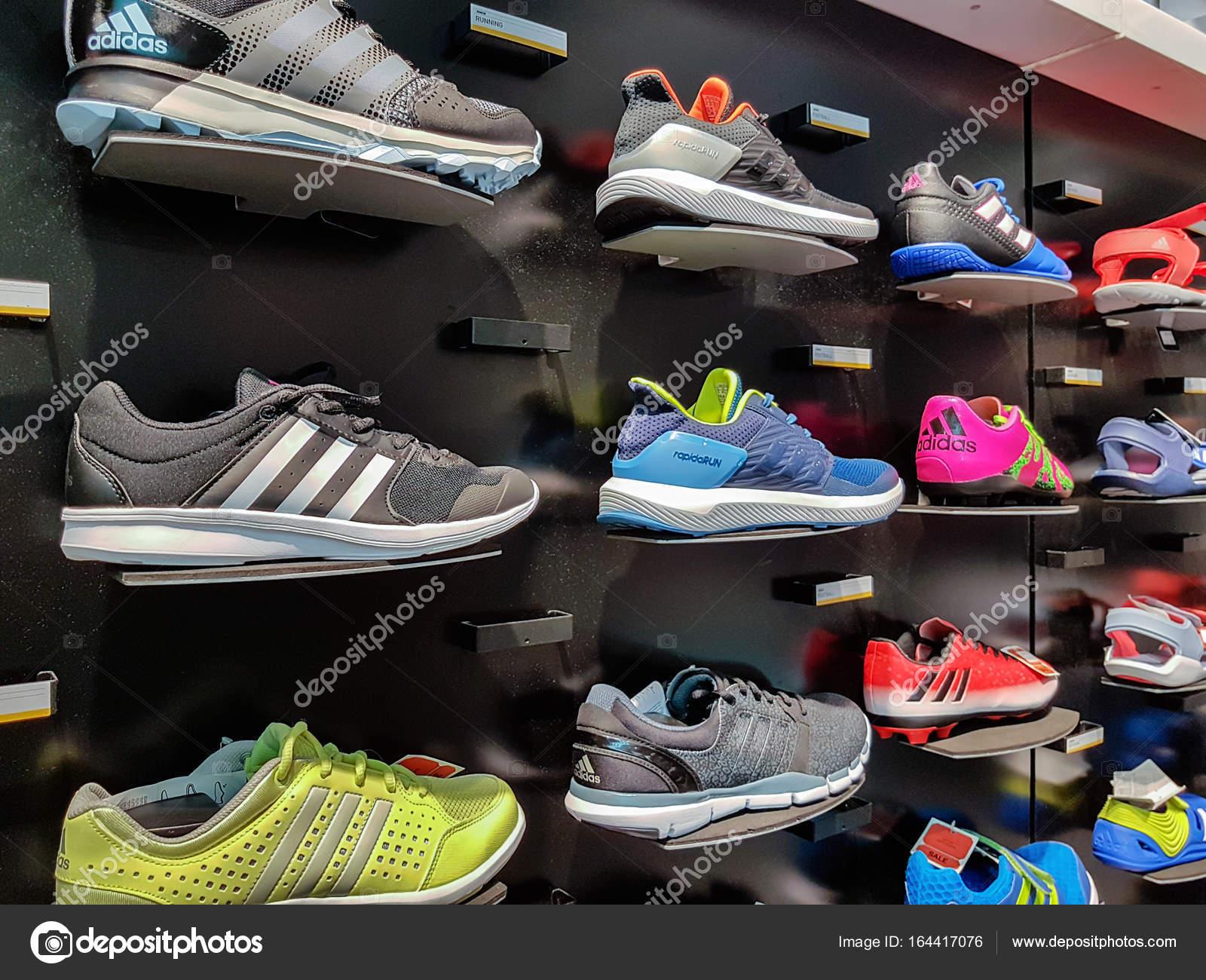 Schuhe — Adidas Sport Stockfoto Redaktionelles © wdnet fI6gyYv7bm
